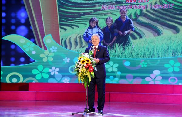 Bộ trưởng, Chủ nhiệm Ủy ban Dân tộc Đỗ Văn Chiến phát biểu khai mạc Lễ Tuyên dương