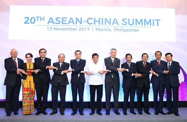 Các đại biểu tham dự Hội nghị Cấp cao ASEAN-Trung Quốc lần thứ 20 chụp ảnh lưu niệm.