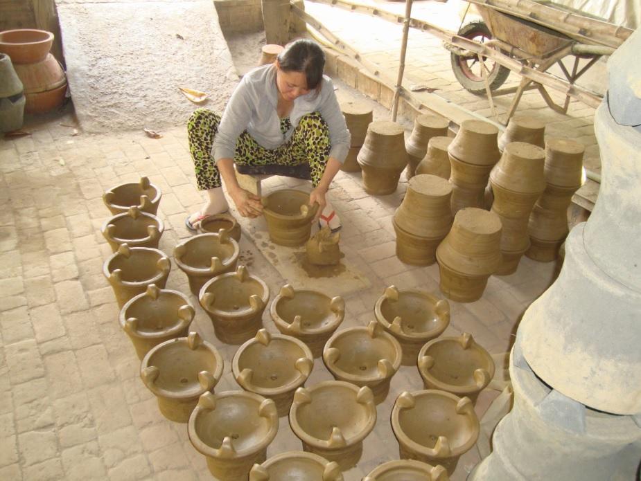 Nhờ nghề góm, nhiều lao động ở Vân Sơn có việc làm và thu nhập ổn định.