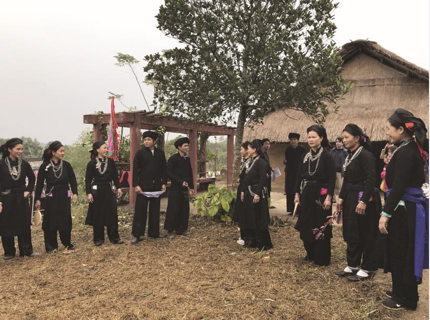 Một buổi học hát sình ca của Đội Văn nghệ Sình Ca Cao Lan thôn 8, Hợp Hòa, xã Bằng Cốc (Hàm Yên, Tuyên Quang). Ảnh Giang Lam