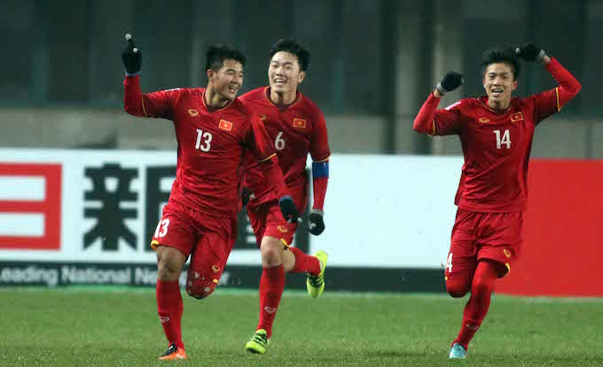 Niềm vui của Đức Chinh(số 13) sau khi ghi bàn vào lưới U23 Iraq