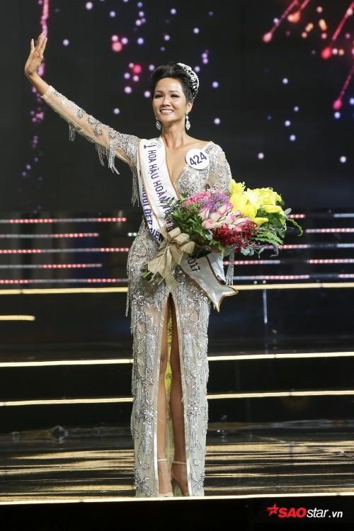 Giờ phút đăng quang của Hoa hậu Hoàn vũ H'Hen Niê.
