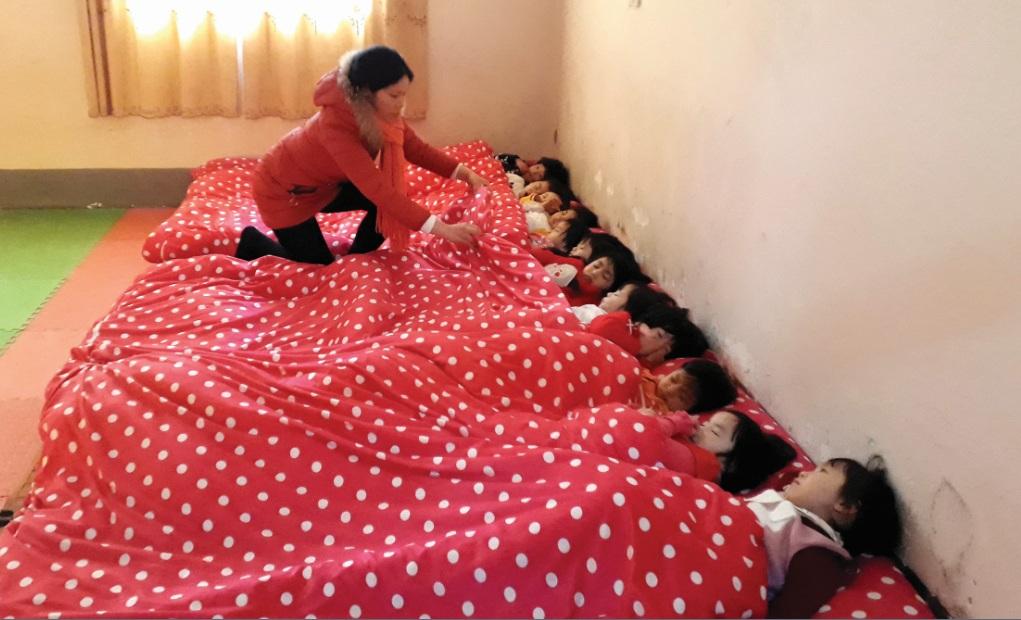 Lò sưởi điện, chăn bông được tăng cường cho các trường học trên địa bàn huyện Sa Pa trong những ngày giá rét.