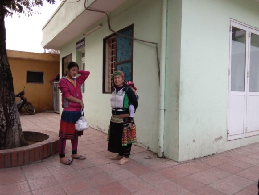 Nhiều người DTTS phải xuống Hà Nội chữa bệnh trong những ngày qua.