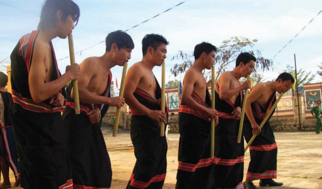 Một buổi hát giao duyên của người Dao tại xã Lãng Công.