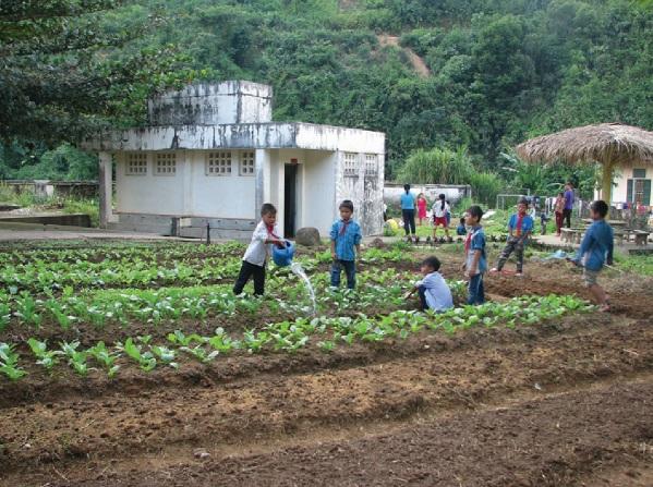 iờ học ngoại khó của học sinh Trường Phổ thông Dân tộc bán trú Trung học Cơ sở Bum Tở, huyện Mường Tè.