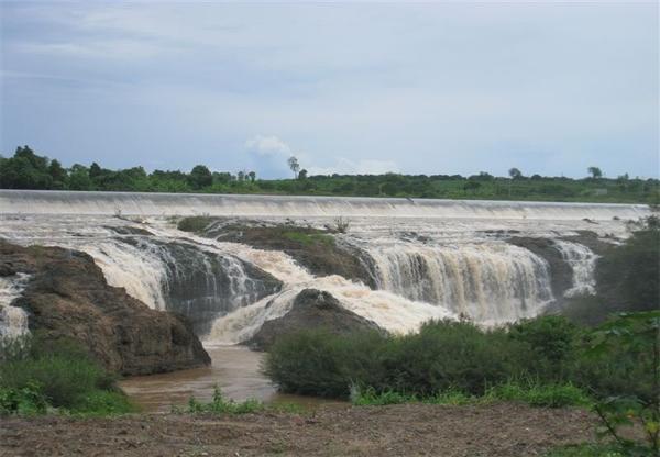 Xả nước ở nhà máy thủy điện Dray H'Linh