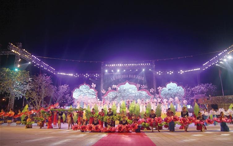 Màn trình diễn nghệ thuật đêm Khai mạc.