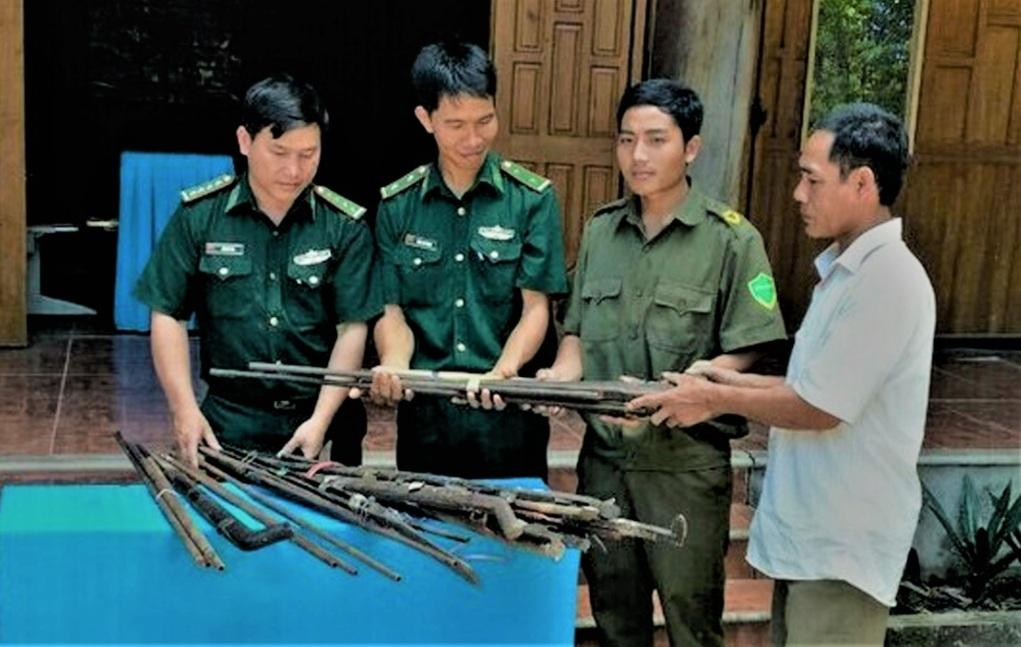 BĐBP tỉnh Nghệ An vận động nhân dân giao nộp súng tự chế.