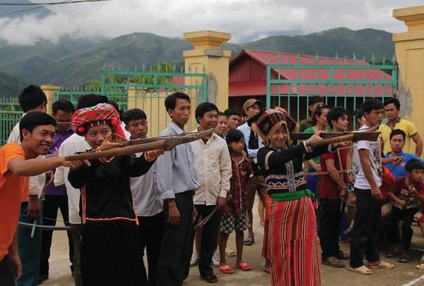 Môn thi bắn nỏ đã thu hút nhiều vận động viên tham gia.