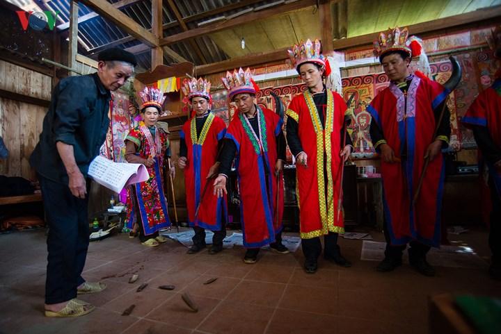Lễ cấp sắc này được làm cho 5 anh em trong 1 gia đình, gia chủ phải chuẩn bị trong 3 năm.