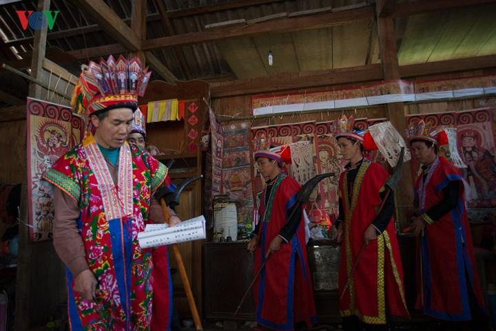 """Lễ cấp sắc 7 thầy cúng """"cao tay"""" đã được cấp sắc 7 đèn và 12 đèn ở Tuyên Quang, Bắc Kạn"""