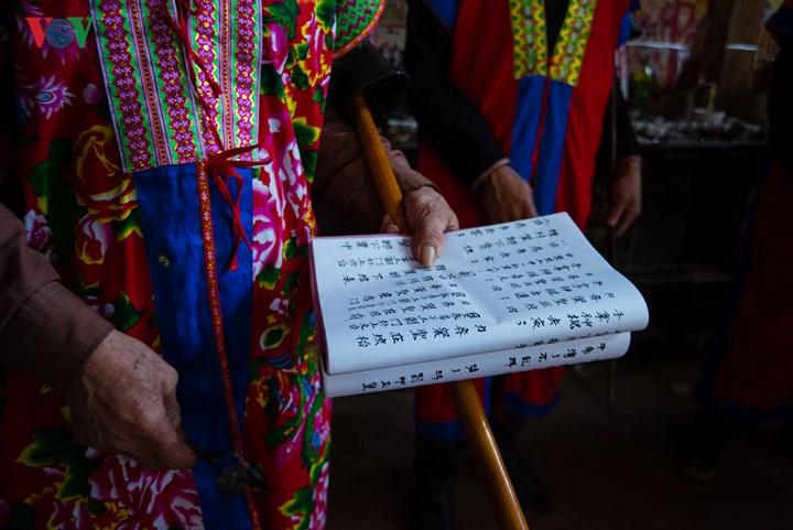 Hàng trăm bài giảng đạo đức, những trang sử thi… được cộng đồng dân tộc Dao gìn giữ nguyên vẹn.