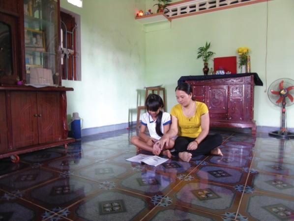 Nhờ chăm chỉ làm ăn, gia đình chị Lê Thị Me đã có cuộc sống ổn định, tự nguyện xin thoát nghèo.