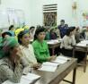 Phụ nữ xã Phú Nam (huyện Bắc Mê) tích cực tham gia lớp học xóa mù chữ.