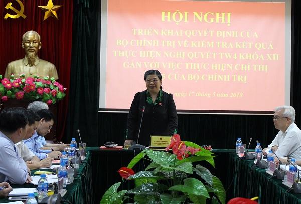 Bà Tòng Thị Phóng, Ủy viên Bộ Chính trị, Phó Chủ tịch Thường trực Quốc hội phát biểu tại Hội nghị