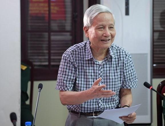 Đồng chí Hà Đăng, nguyên Ủy viên Trung ương Đảng, nguyên Trưởng ban Tư tưởng Văn hóa Trung ương phát biểu tại tọa đàm.