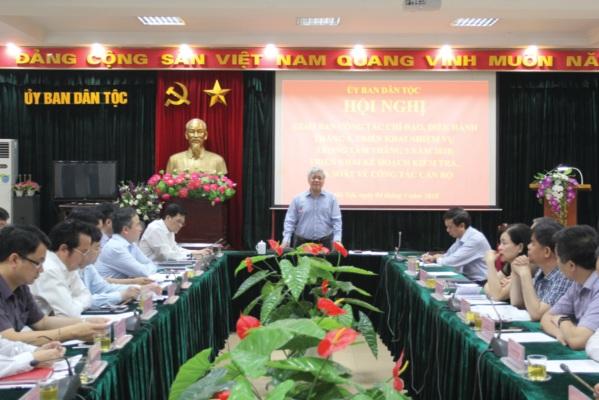 Tại Hội nghị giao ban công tác tháng 4, triển khai nhiệm vụ tháng 5/2018, Bộ trưởng, Chủ nhiệm UBDT Đỗ Văn Chiến chỉ đạo phải đổi mới và thực hiện hiệu quả hơn nữa nhiệm vụ CCHC.