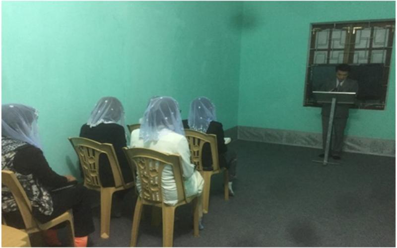 """Trưởng nhóm """"Hội thánh Đức Chúa Trời"""" đang rao giảng đạo trái pháp luật tại Ngọc Lặc. (Ảnh: Công an huyện Ngọc Lặc cung cấp)"""