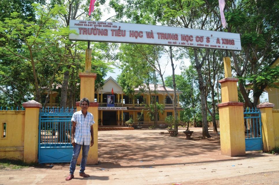 Ông Hồ Văn Chưm, thôn A Mo Rơ, xã A Xing đã hiến hơn 3.000m2 đất để xây dựng Trường Tiểu học và THCS A Xing.