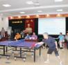 Bộ trưởng, Chủ nhiệm UBDT Đỗ Văn Chiến  thi đấu giao hữu với vận động viên  Nguyễn Thái Hùng (Báo Tin Tức).
