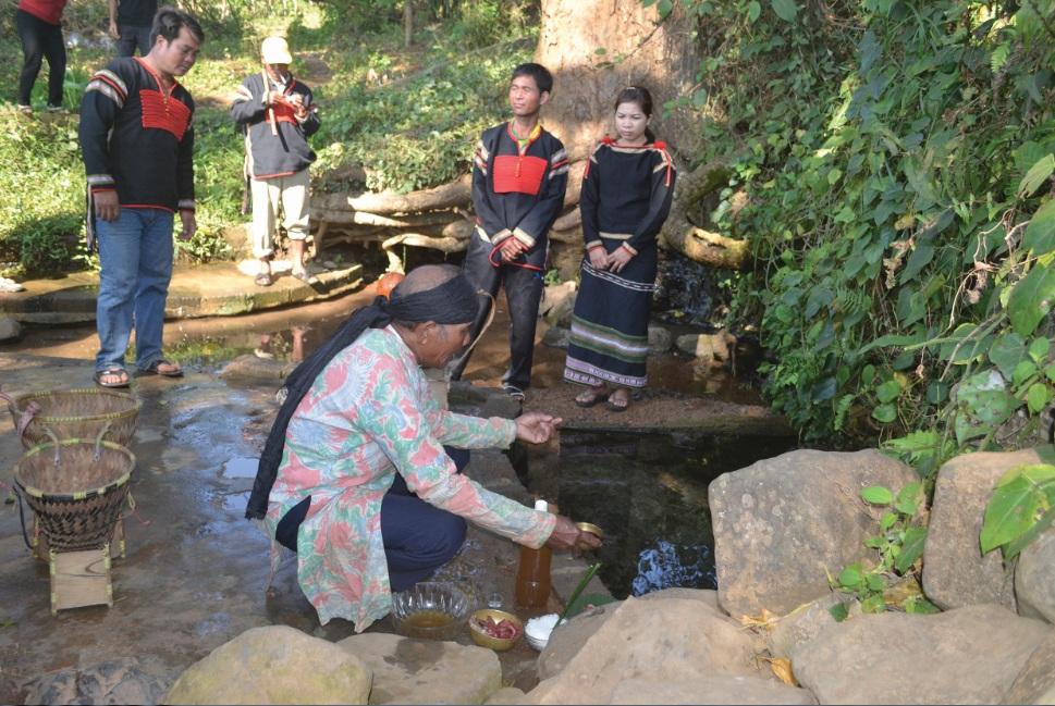 Lễ cúng bến nước của người Ê-đê tại xã Dang Kang, huyện Krông Bông.