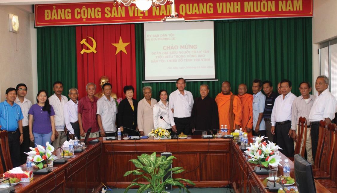 Đoàn công tác cán bộ DTTS của các Sở, Ban ngành, do Ban Dân tộc Trà Vinh chủ trì đến thăm Vụ Địa phương III (Ủy ban Dân tộc).