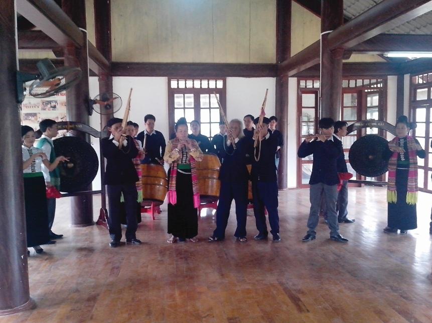 Nghệ nhân Điêu Thị Xiêng người thổi pí thể hiện làn điệu khắp Hăn nê.