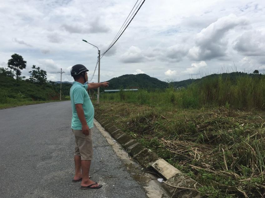 Mặc dù giao thông thuận lợi, nhưng do thiếu nước sinh hoạt và một số hạng mục nên nhiều khu TĐC để hoang cây dại mọc um tùm.