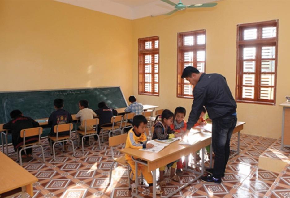 Ở nhiều điểm trường miền núi vẫn còn tình trạng lớp ghép do thiếu giáo viên và học sinh. (Ảnh minh họa)