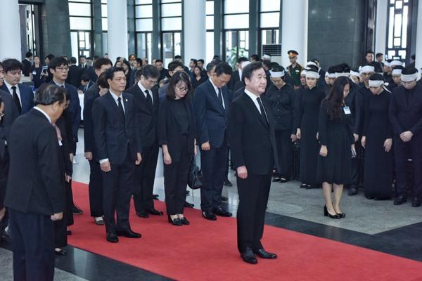Đoàn đại biểu Hàn Quốc do Thủ tướng Lee Nak-yeon làm Trưởng đoàn viếng Chủ tịch Nước. Ảnh: Zing.vn