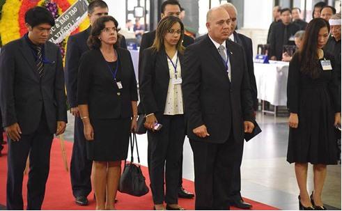 Đoàn lãnh đạo Cuba đến viếng Chủ tịch nước. Ảnh: VOV