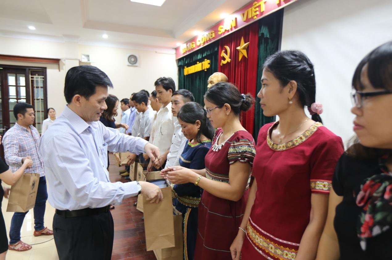 Thứ trưởng, Phó Chủ nhiệm Ủy ban Dân tộc Nông Quốc tuấn tiếp đoàn Đại biểu cán bộ cơ sở tỉnh Kon Tum