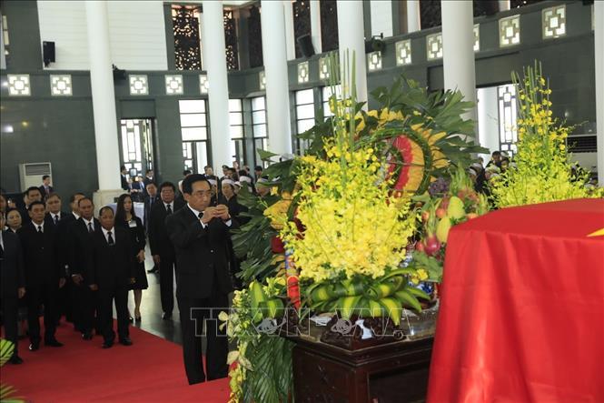 Đoàn nước CHDCND Lào, do đồng chí Phankham Viphavanh, Phó Chủ tịch nước CHDCND Lào làm Trưởng đoàn, viếng Chủ tịch nước Trần Đại Quang. Ảnh: TTXVN