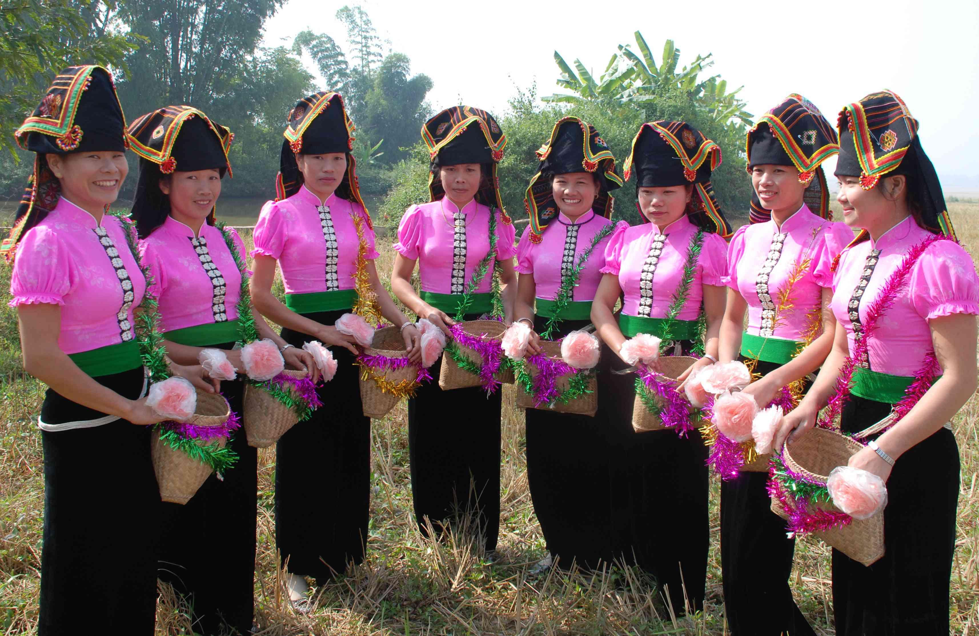 Đội văn nghệ tại các bản du lịch văn hóa cộng đồng ở Điện Biên đã góp phần gìn giữ bản sắc văn hóa truyền thống (Ảnh: NQ)