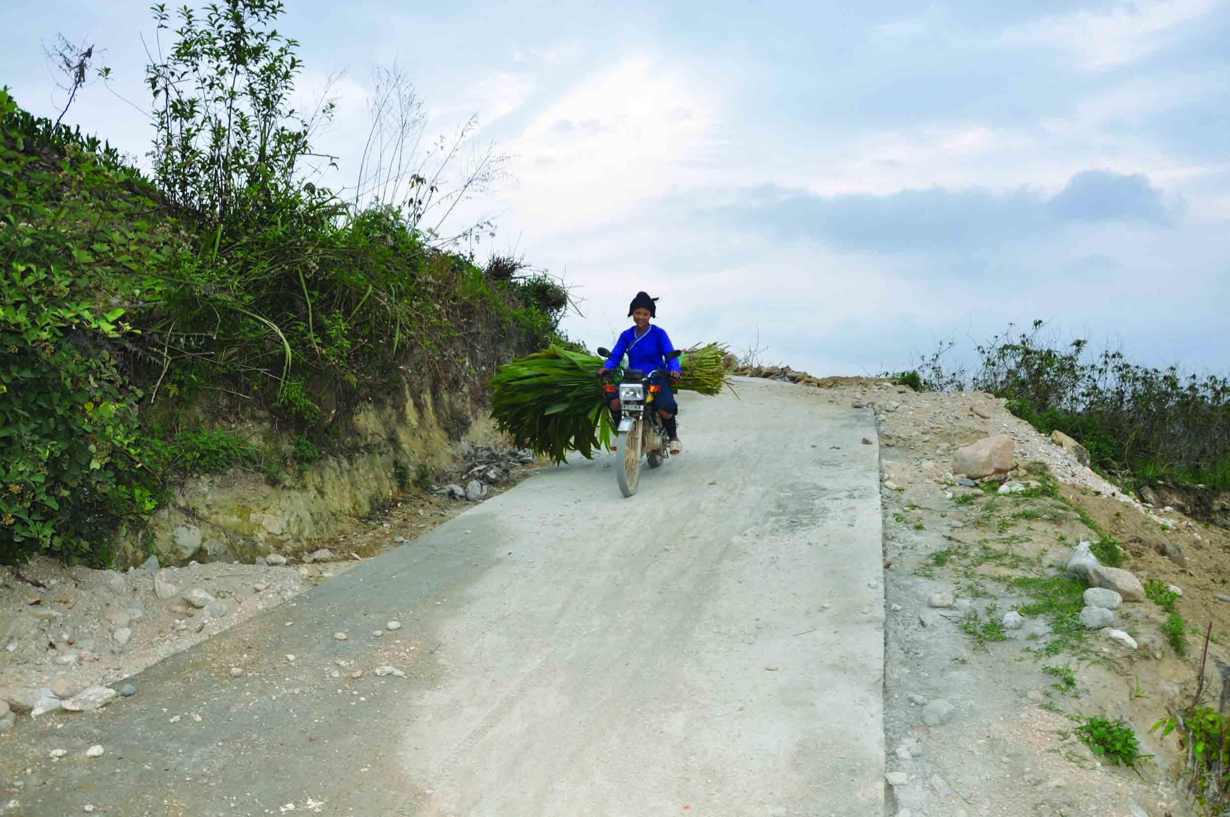 Nhà nước đã dành một khoản kinh phí rất lớn để đầu tư cơ sở hạ tầng vùng DTTS, miền núi. (Trong ảnh: Đường giao thông NTM tại huyện Hoàng Su Phì, tỉnh Hà Giang). Ảnh: Thanh Huyền