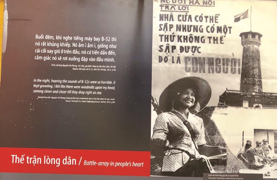 Tác phẩm tại Triển lãm tái hiện cuộc chiến bảo vệ Thủ đô của quân và nhân dân Hà Nội-Hải Phòng.