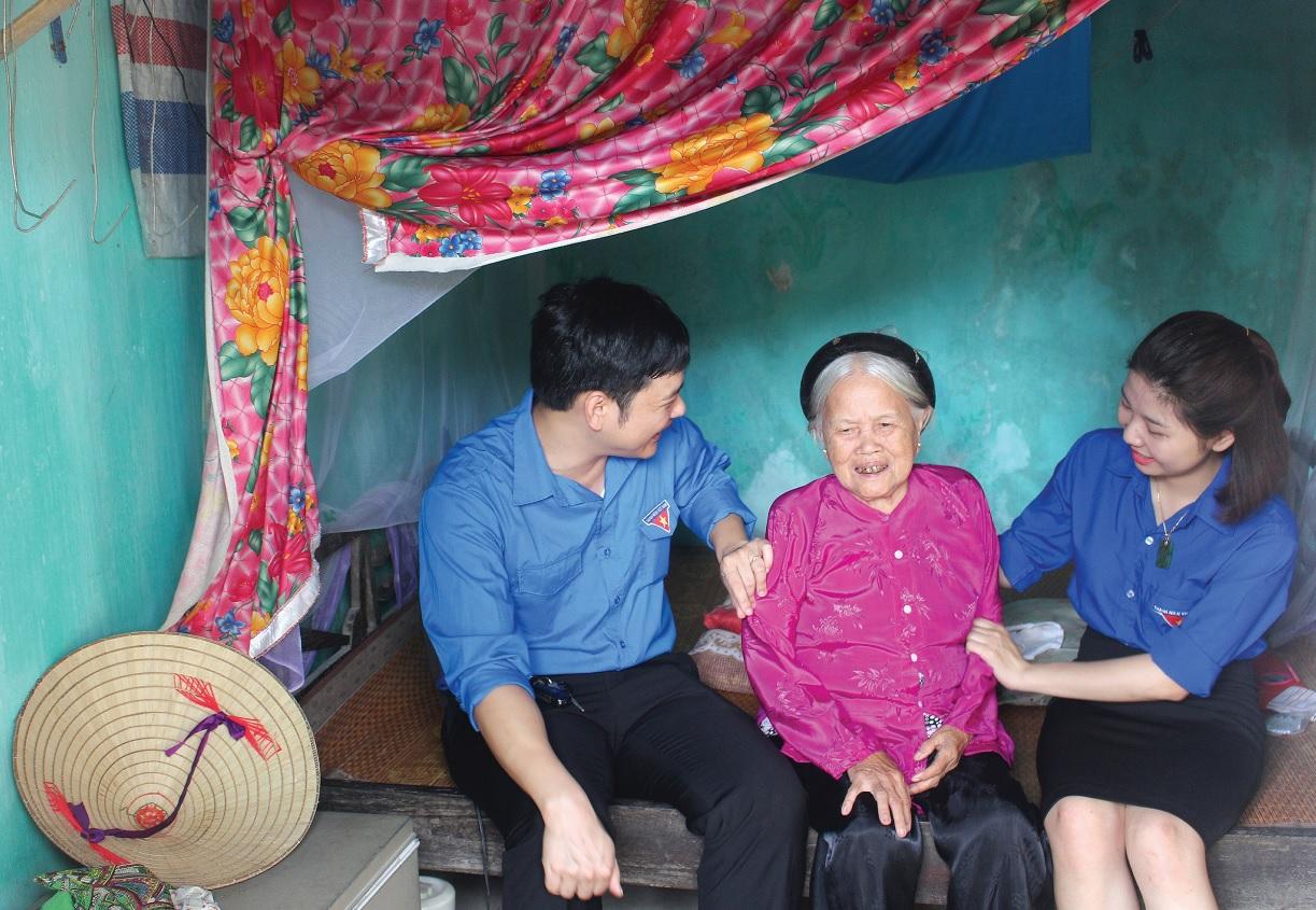 Agribank Thanh Hóa thường xuyên thăm hỏi, động viên các Bà mẹ Việt Nam Anh hùng.