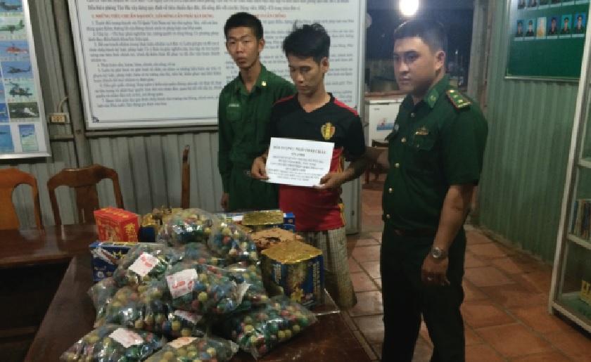 Bộ đội Biên phòng Tây Ninh bắt giữ đối tượng vận chuyển pháo lậu từ biên giới Campuchia về Việt Nam.