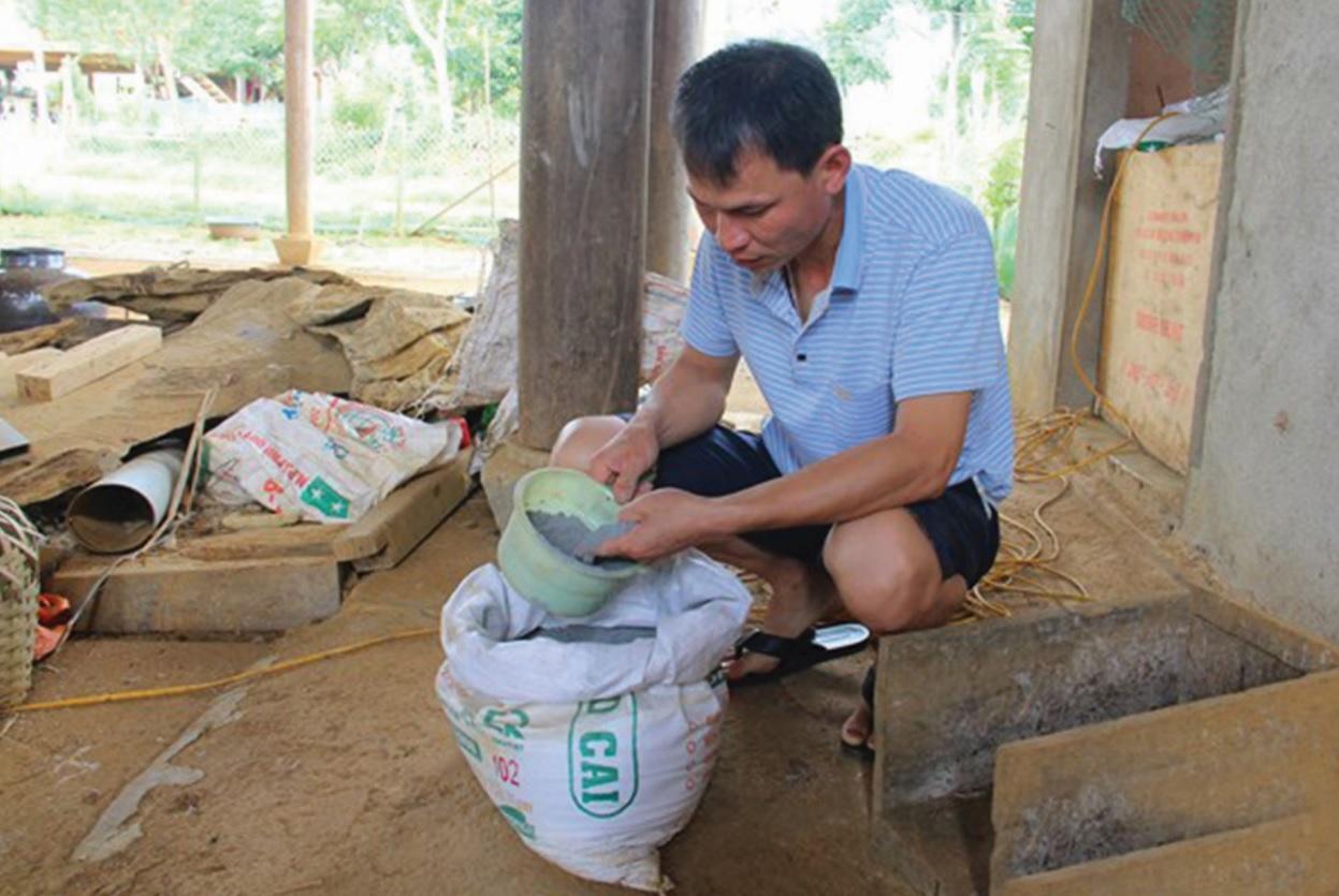 """Ông Vi Văn Quang cho rằng """"thời điểm này giá phân bón và thuốc bảo vệ thực vật còn đắt hơn giá chanh leo""""."""