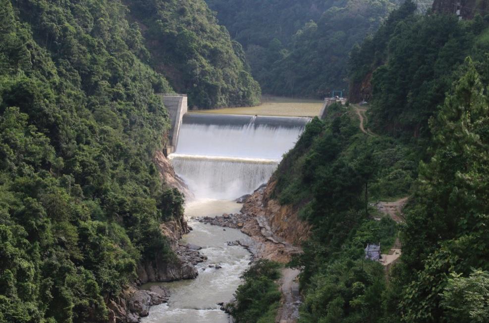 Trong mùa mưa lũ, các hồ đập thủy điện cần phải được theo dõi thường xuyên để điều tiết nước, đảm bảo an toàn cho bờ đập. Trong ảnh: Thủy điện Noong Phai (Trạm Tấu, Yên Bái).