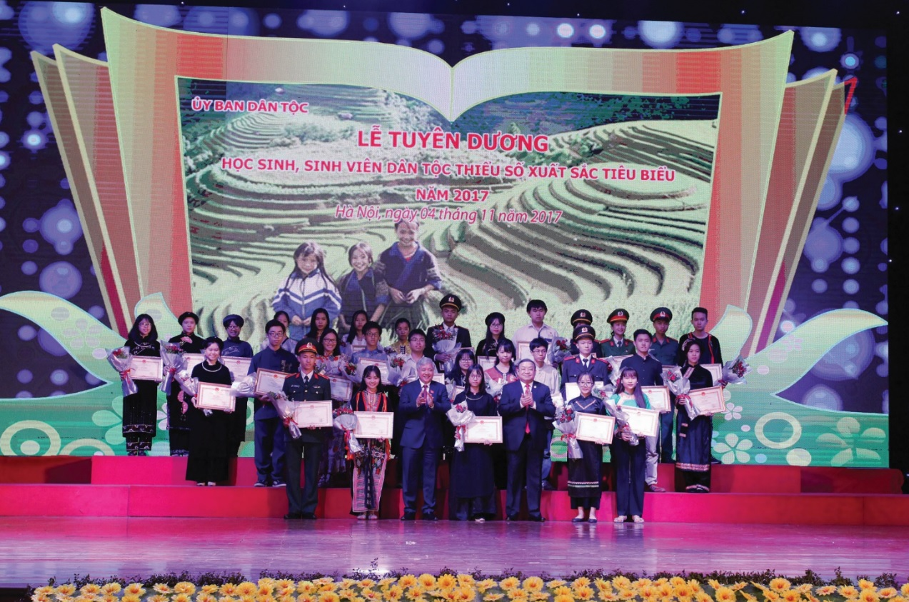Lễ Tuyên dương học sinh sinh viên DTTS xuất sắc tiêu biểu năm 2017.
