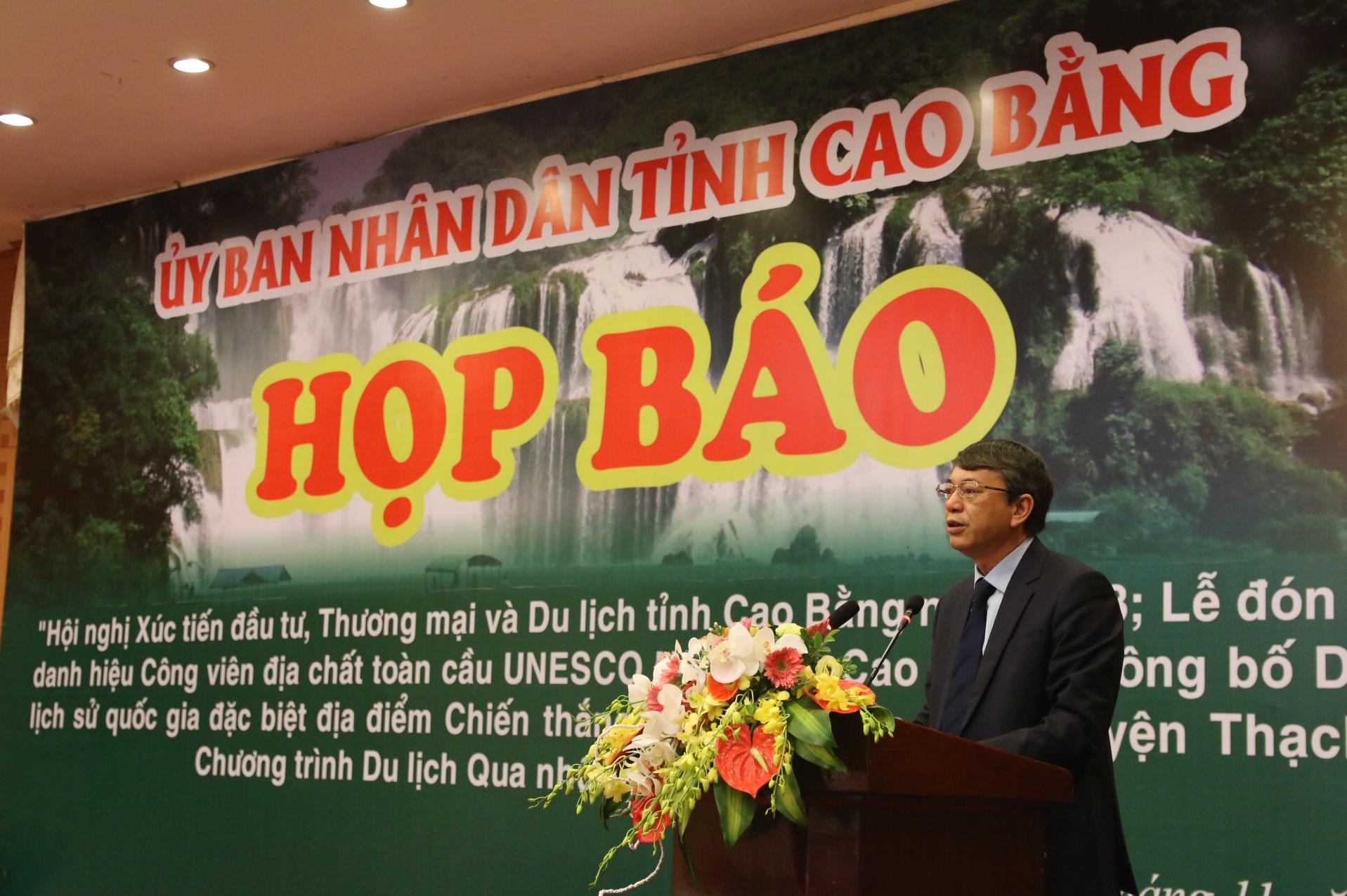 Ông Hoàng Xuân Ánh, Chủ tịch UBND tỉnh Cao bằng chủ trì buổi họp báo