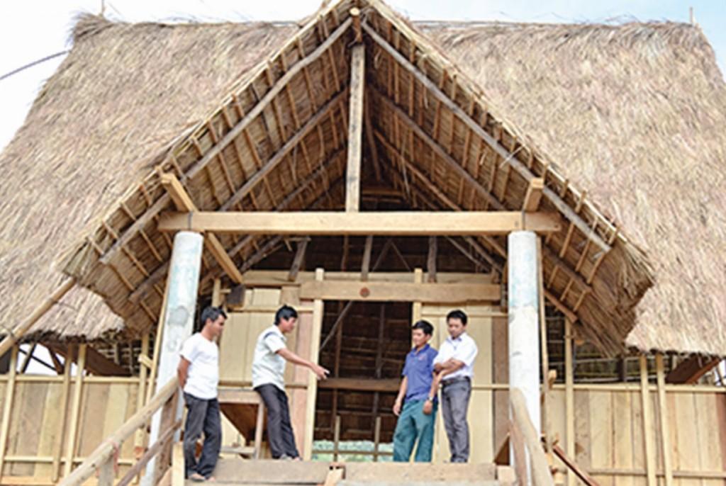 Công trình làm mới nhà rông thôn Đăk Manh 1 đang dần hoàn thiện.