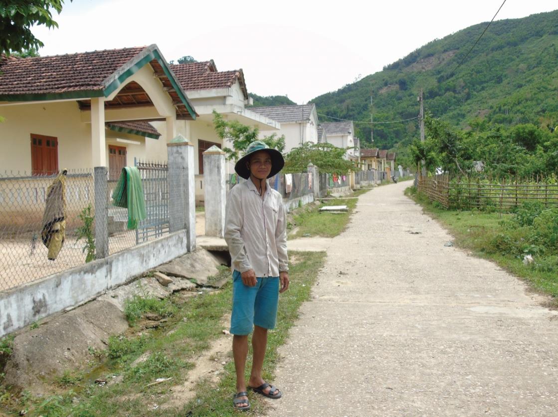 Từng được xem là khu TĐC nhà giàu, nhưng vì thiếu đất sản xuất nên người dân Nước Vương đang tái nghèo.