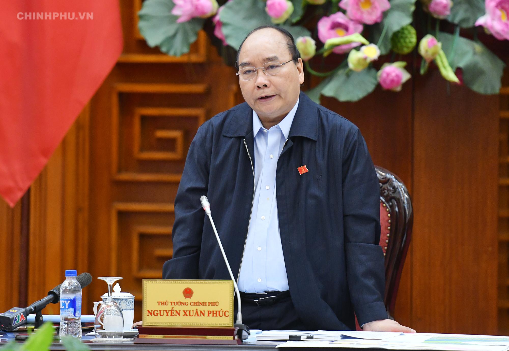 """Thủ tướng lưu ý, không để đầu tư chống sạt lở như '""""ném đá ao bèo"""". Ảnh: VGP/Quang Hiếu"""
