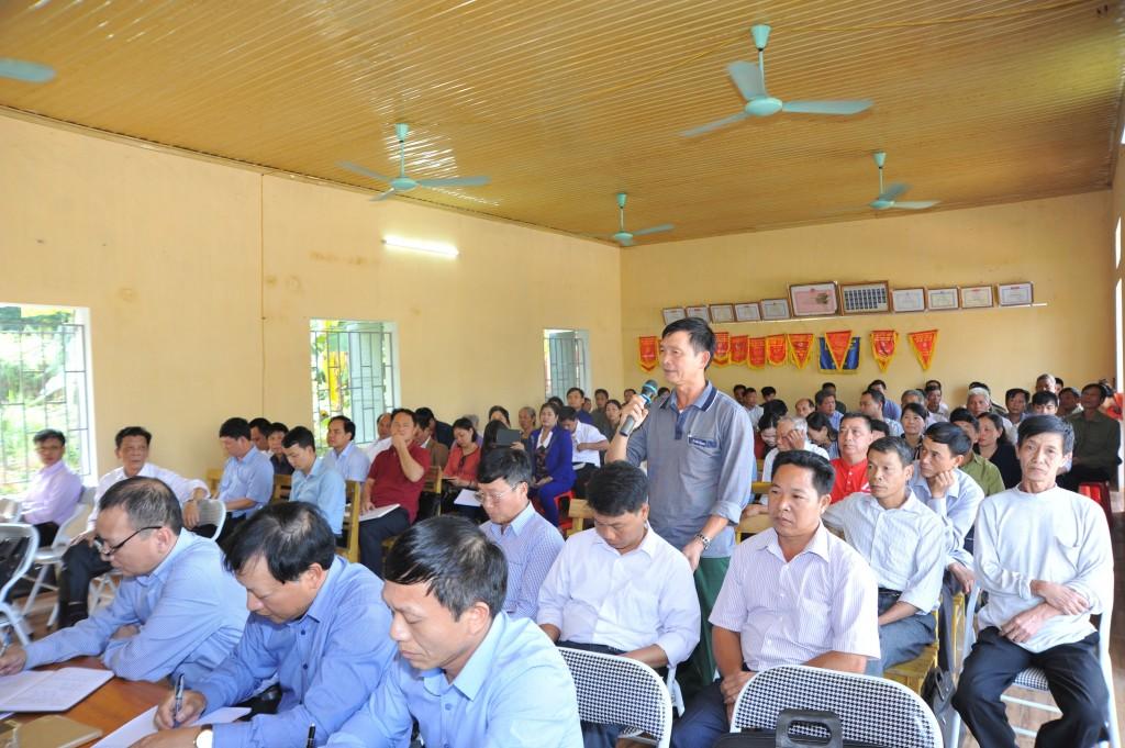 Cử tri xã Vân Sơn phát biểu ý kiến tại Hội nghị tiếp xúc cử tri đại biểu Quốc hội