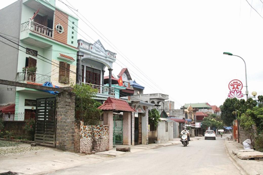 Từ kết quả tổng điều tra năm 2009, vùng DTTS và miền núi đã được đầu tư, hỗ trợ phát triển kinh tế-xã hội. (Trong ảnh: Một góc xã An Phú, huyện Mỹ Đức).