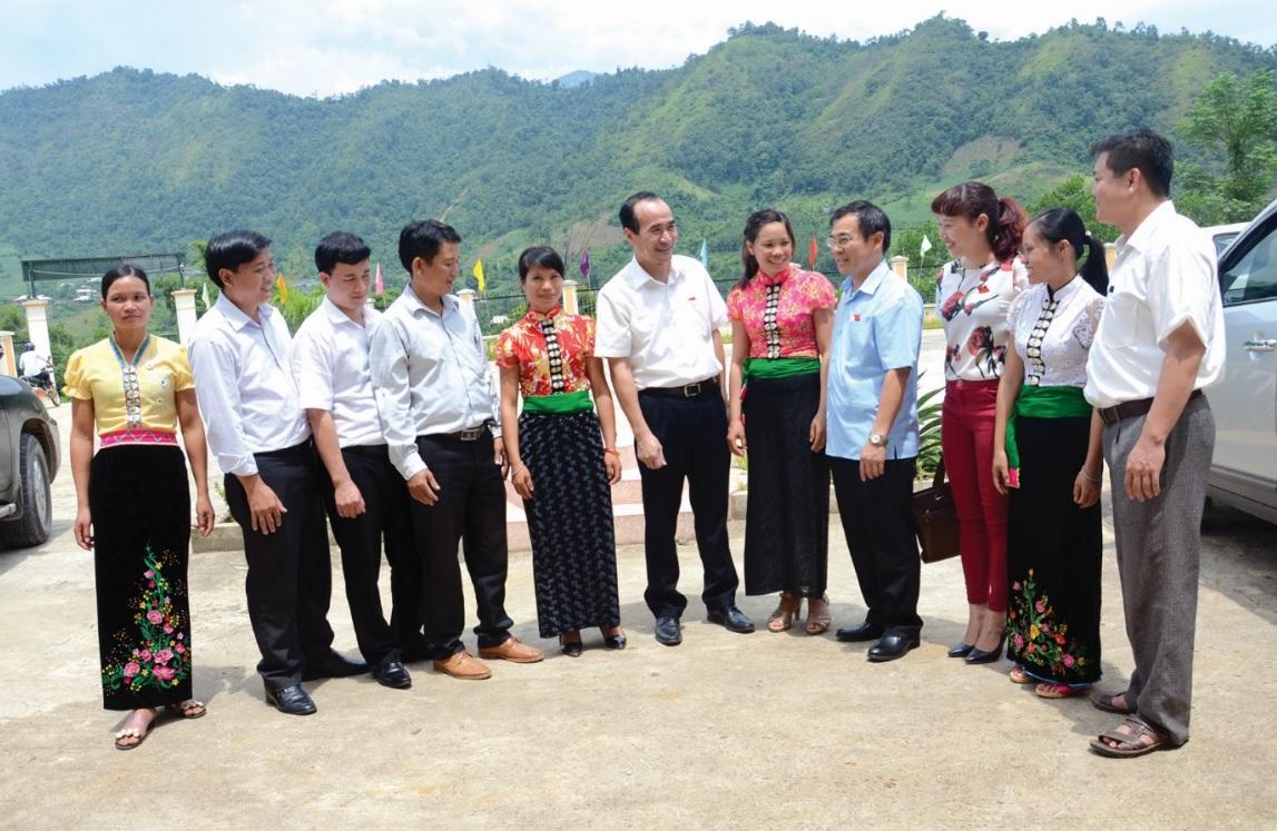 Các đại biểu dân cử là người DTTS các cấp đã và đang phát huy vai trò là cầu nối giữa đồng bào các dân tộc với cấp ủy, chính quyền các cấp.