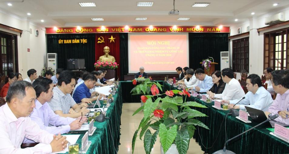 Bộ trưởng, Chủ nhiệm Đỗ Văn Chiến chủ trì Hội nghị.